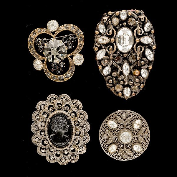 20: Grouping of four unsigned brooches