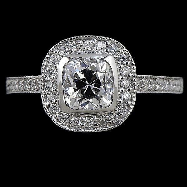 8: 18k Diamond Ring