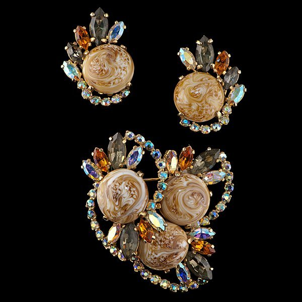 126: Schiaparelli 1950s Suite of Ear Clips and Brooch