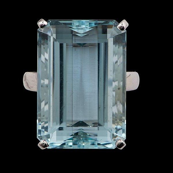 22: 14k Aquamarine Ring
