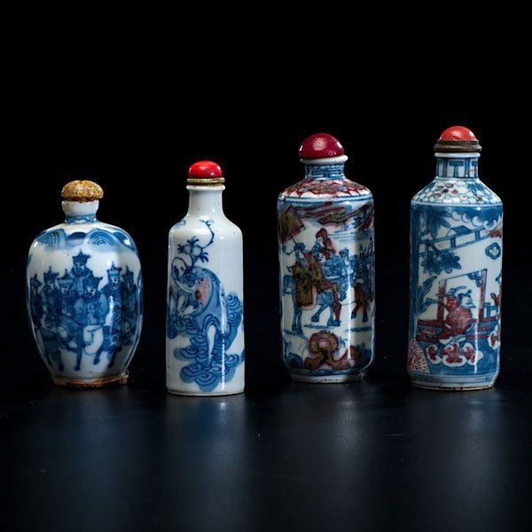 19: Chinese Blue and White Porcelain Snuff Bottles