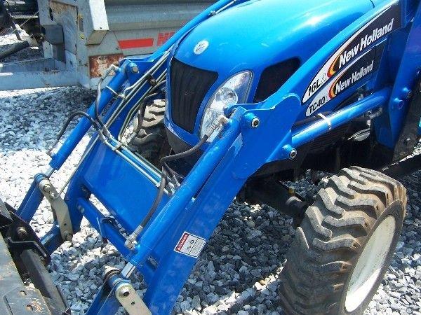 68: New Holland TC-40-A Compact tractor w/ 16 LA Loader - 3