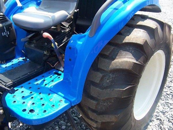 68: New Holland TC-40-A Compact tractor w/ 16 LA Loader - 4