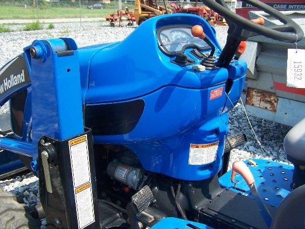 68: New Holland TC-40-A Compact tractor w/ 16 LA Loader - 5