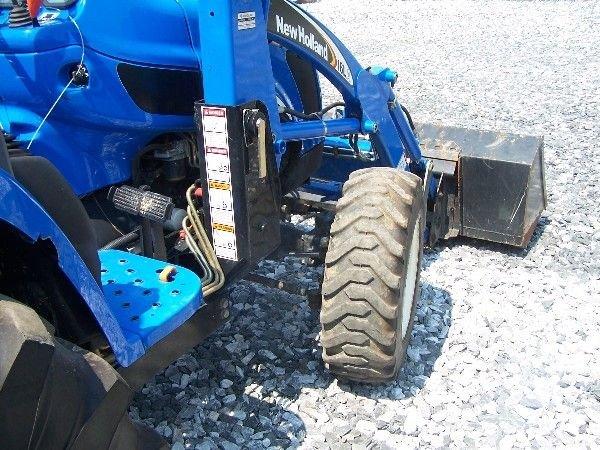 68: New Holland TC-40-A Compact tractor w/ 16 LA Loader - 8