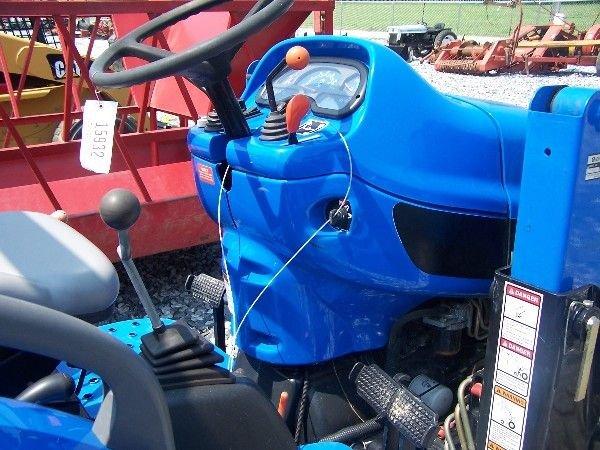68: New Holland TC-40-A Compact tractor w/ 16 LA Loader - 9