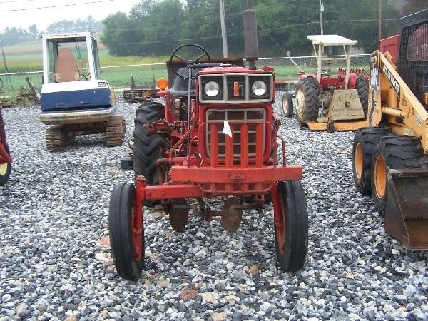 1162: NICE INTERNATIONAL 274 OFFSET TRACTOR W/ CULTIVAT