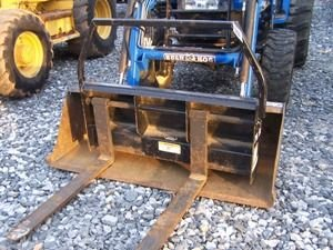 282: Bush hog Quick attach pallet forks for loader trac - 3