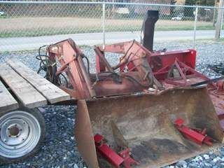 209: INTERNATIONAL IH 2250 LOADER W/ BRACKETS FOR TRACT