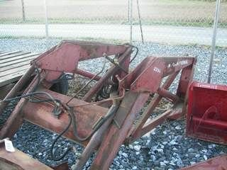 209: INTERNATIONAL IH 2250 LOADER W/ BRACKETS FOR TRACT - 3