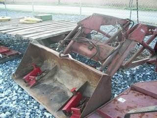 209: INTERNATIONAL IH 2250 LOADER W/ BRACKETS FOR TRACT - 4