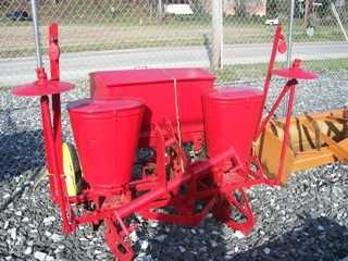 21: Massey Ferguson 3pt hitch 2x Planter