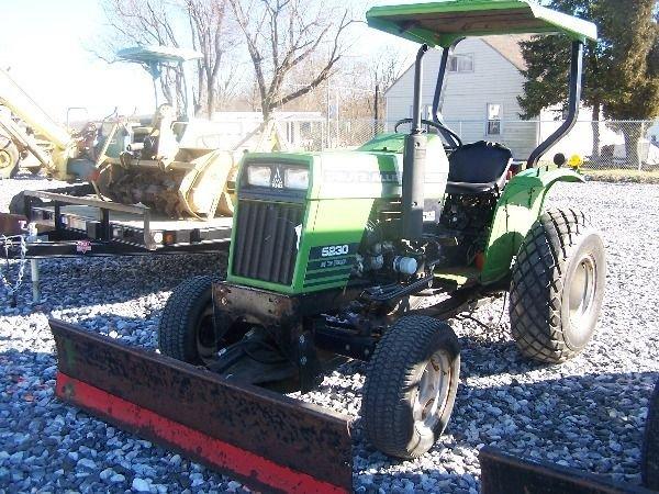 350: Nice Deutz Allis 5230 Compact Tractor w/ Front Bla