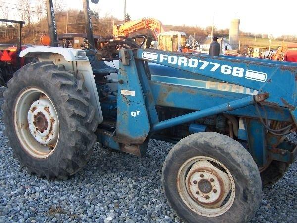 394: Ford 2110 4x4 Compact Tractor w/ Loader!! - 3