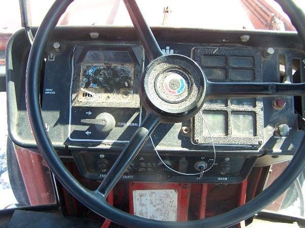 251: International 986 Farm Tractor w/ Loader + Cab!! - 10