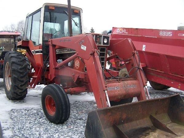 251: International 986 Farm Tractor w/ Loader + Cab!!