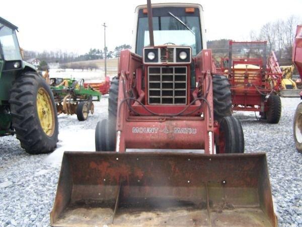 251: International 986 Farm Tractor w/ Loader + Cab!! - 3
