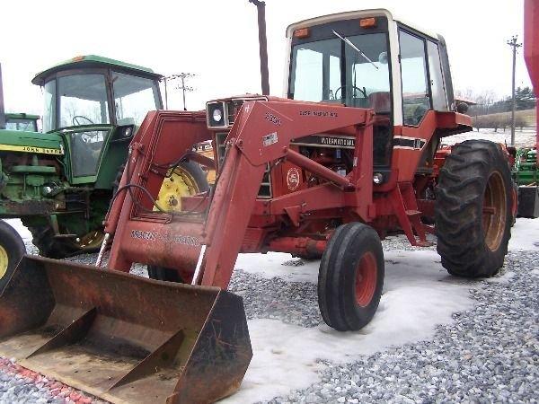 251: International 986 Farm Tractor w/ Loader + Cab!! - 4