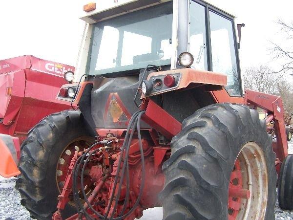 251: International 986 Farm Tractor w/ Loader + Cab!! - 7
