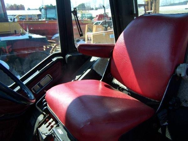 251: International 986 Farm Tractor w/ Loader + Cab!! - 8