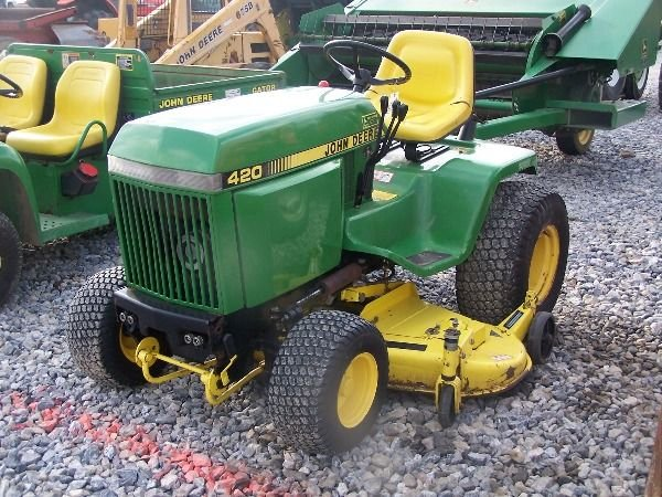 225A: Nice John Deere 420 Lawn and Garden Tractor!!