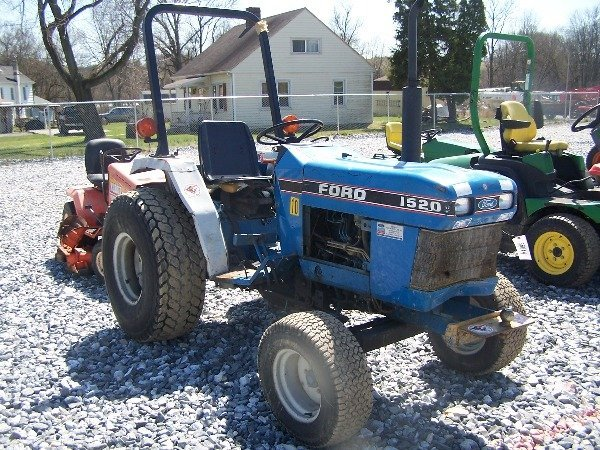 550: Ford 1520 Tractor Blown Engine - 4