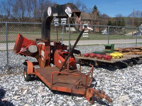 516: Busy Beaver 100 5 Inch Chipper w/ Gas Engine!!