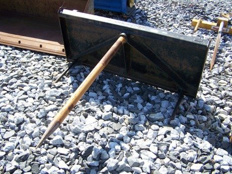 5: Case International Quick Attach Bale Spear for Tract