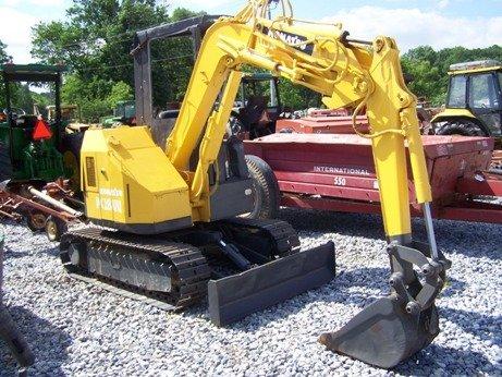 240: Komatsu PC-28UU Mini Excavator!