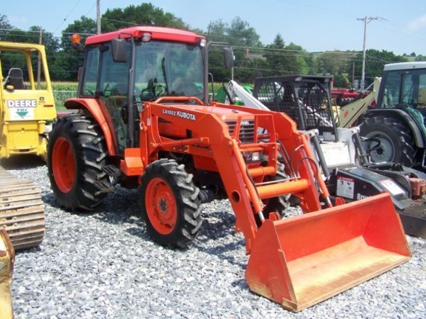 148: Kubota M5700 4x4 Tractor with Loader and Cab