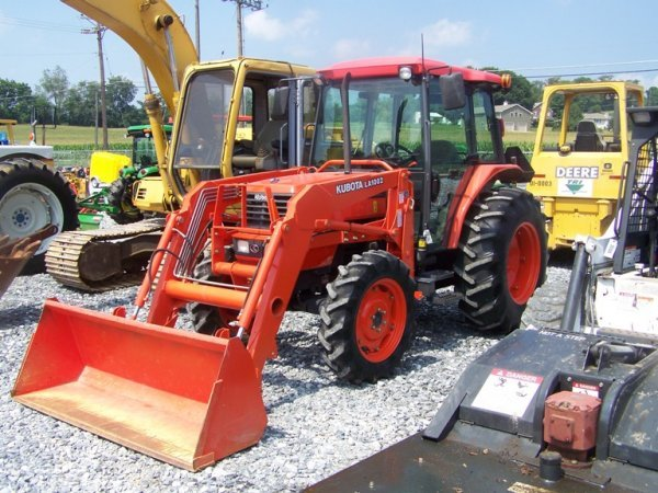 148: Kubota M5700 4x4 Tractor with Loader and Cab - 3