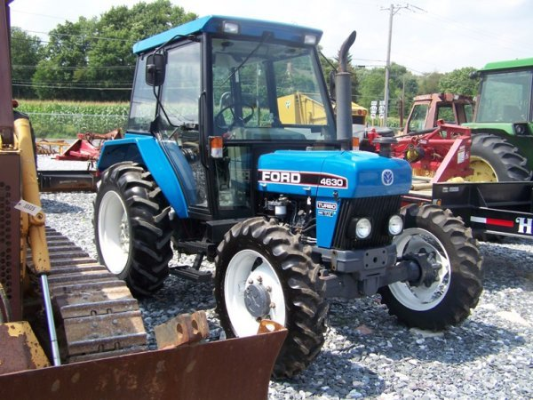 Ford 5200 Tractor Farm : Ford farm tractor with cab