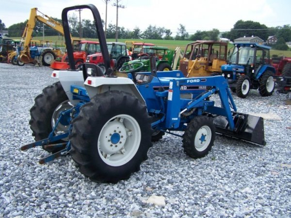 188: Ford 1920 Tractor with Loader - 4