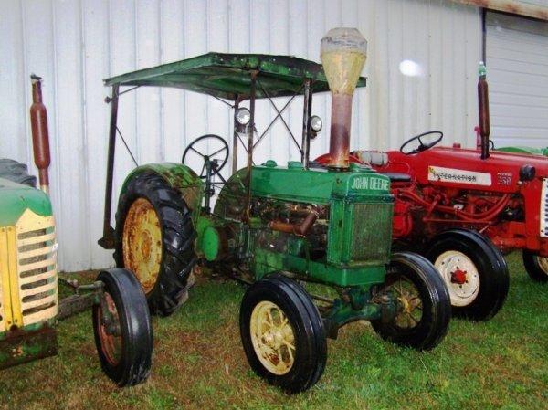 512: John Deere BO Unstyled Tractor Original