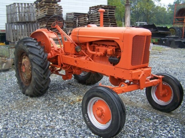 513: Allis Chalmers WD-45 Diesel Tractor w/ Wide Front