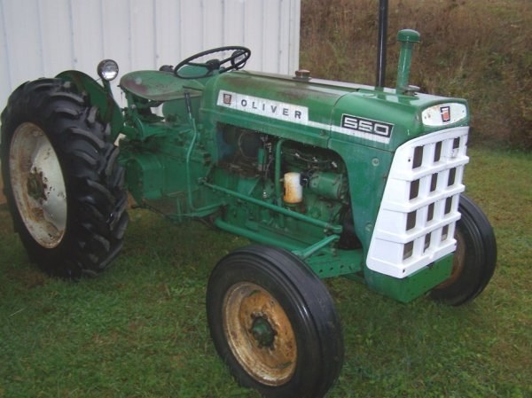 519: Oliver  550 GasTractor Very Nice!