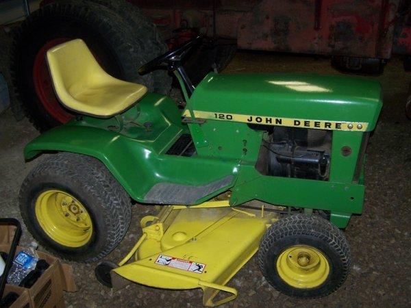 517A: John Deere 120 Lawn and Garden Tractor w/ Deck