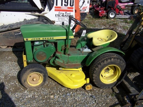 517B: John Deere 110 Round Fender Lawn and Garden Tract
