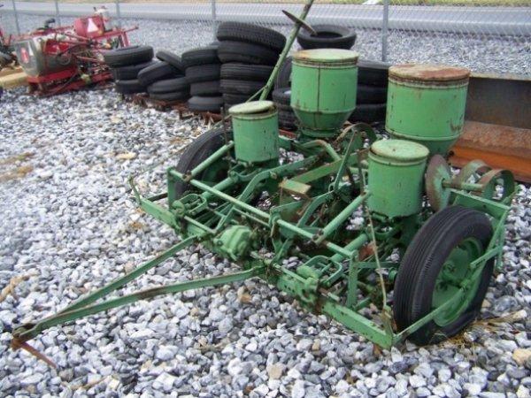12: John Deere 290 Pull Type Corn Planter for Tractors