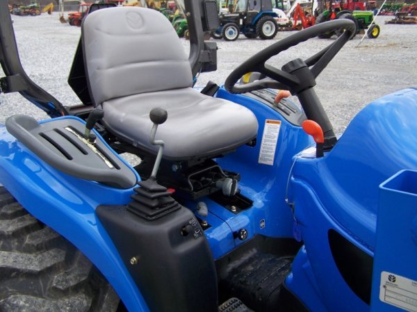 1179: New Holland TC29DA 4x4 Compact Tractor with Loade - 10