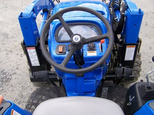 1179: New Holland TC29DA 4x4 Compact Tractor with Loade - 6