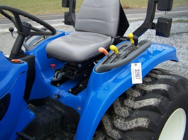 1179: New Holland TC29DA 4x4 Compact Tractor with Loade - 7