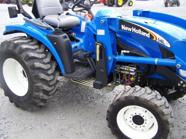 1179: New Holland TC29DA 4x4 Compact Tractor with Loade - 9