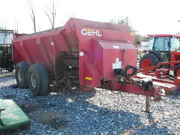 1250: Gehl 1322 Manure Spreader for Tractors