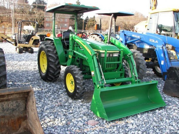 1216: John Deere 990 4x4 Compact Tractor with Loader