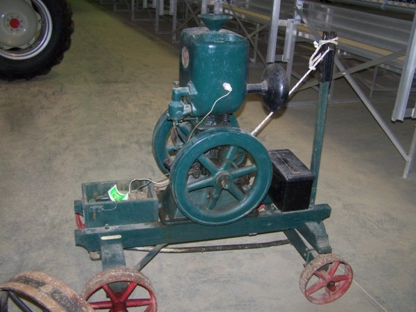 103: Ideal Upright Hit and Miss Engine - 3