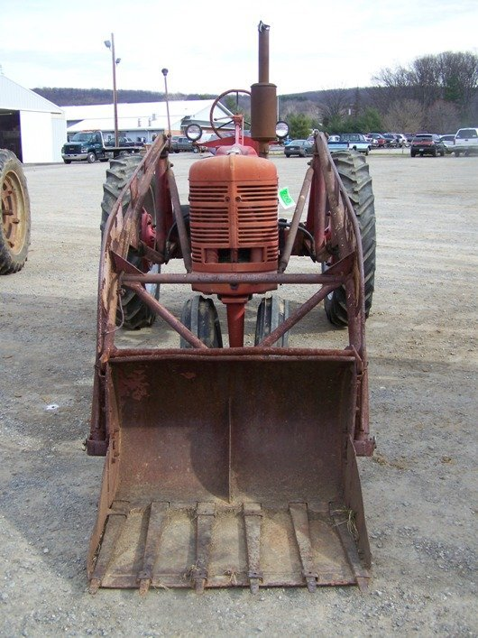 200: Farmall H Antique Tractor with Loader - 2