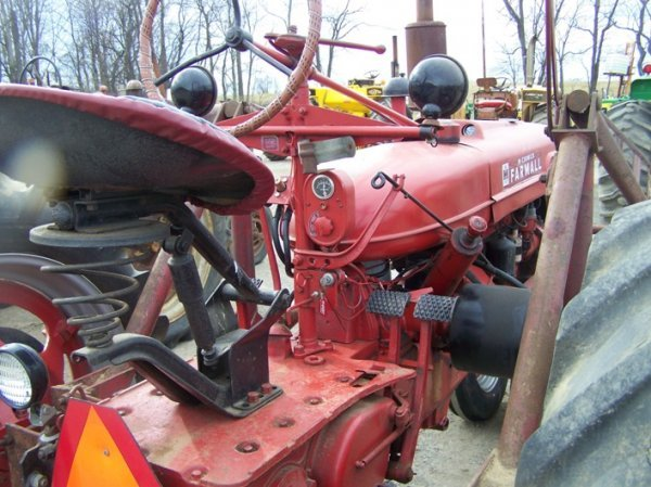 200: Farmall H Antique Tractor with Loader - 6