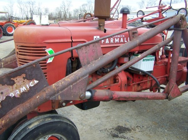 200: Farmall H Antique Tractor with Loader - 9