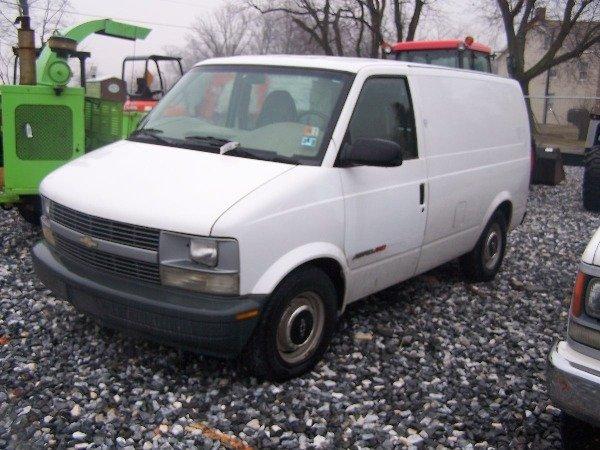 117: 1998 Chevy 4x4 Astro Van Automatic,  - 2